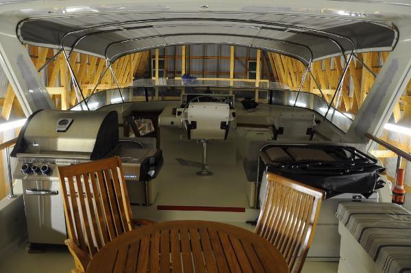 1985 Tollycraft 61 Pilothouse Motor Yacht Photo 5 sur 34