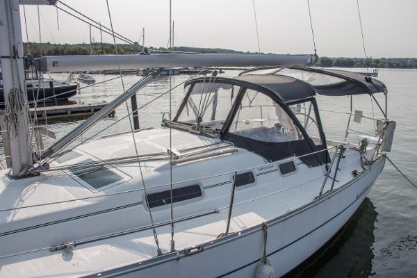 2006 Beneteau Oceanis 323 Photo 4 of 25