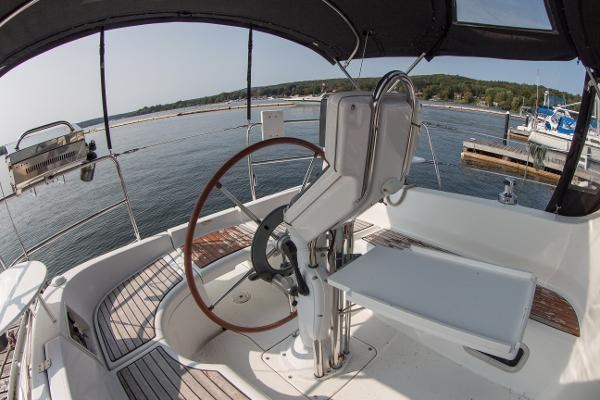 2006 Beneteau Oceanis 323 Photo 11 of 25