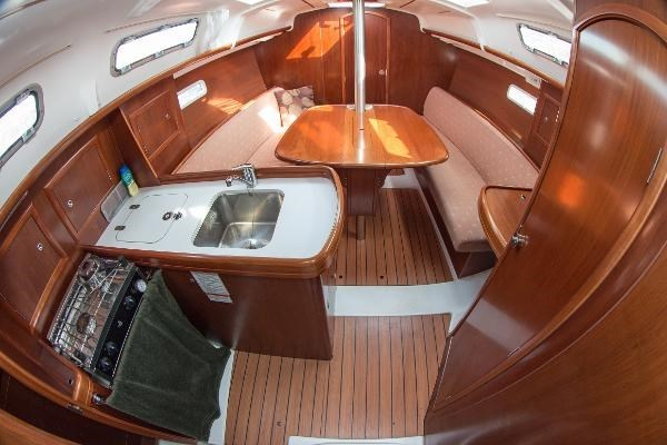 2006 Beneteau Oceanis 323 Photo 13 of 25