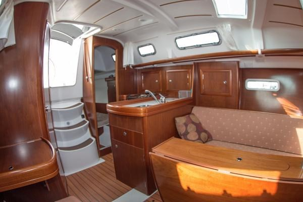 2006 Beneteau Oceanis 323 Photo 20 of 25