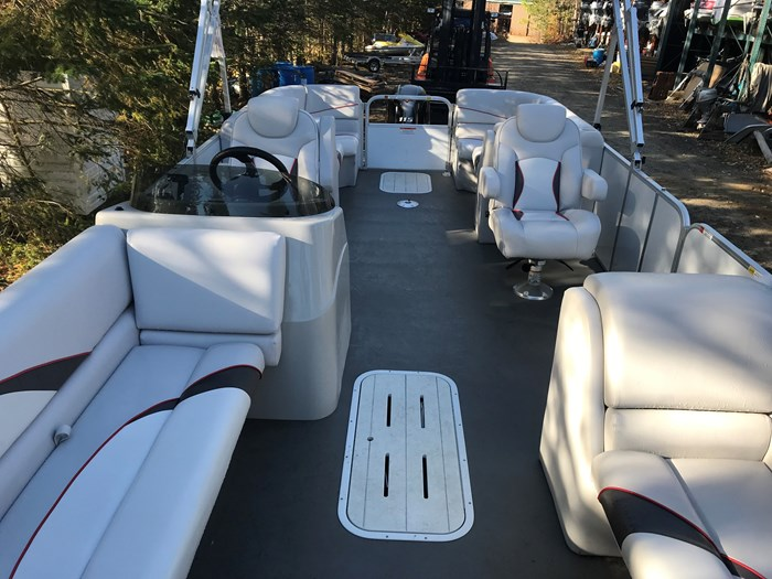 2018 SunCatcher Pontoons by G3 Boats V 322 RC Photo 3 of 8