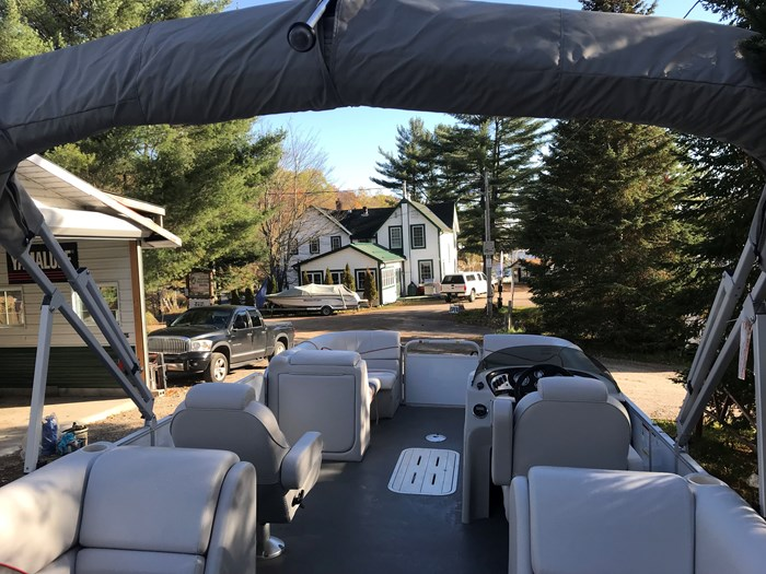 2018 SunCatcher Pontoons by G3 Boats V 322 RC Photo 4 of 8