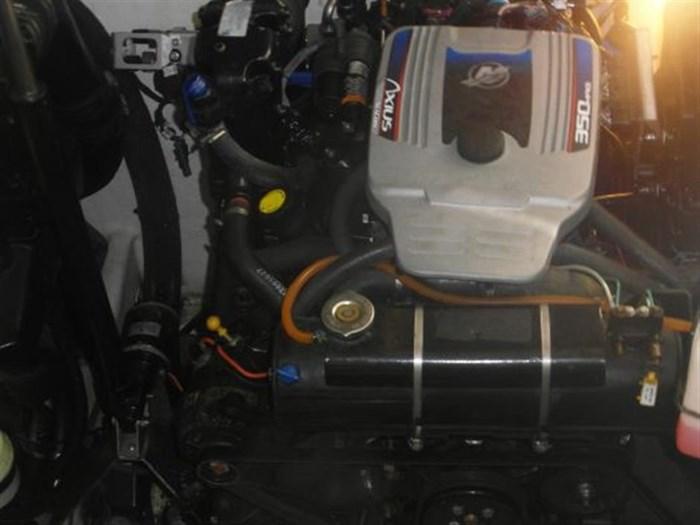 2009 Sea Ray 310 Sundancer Photo 16 of 17