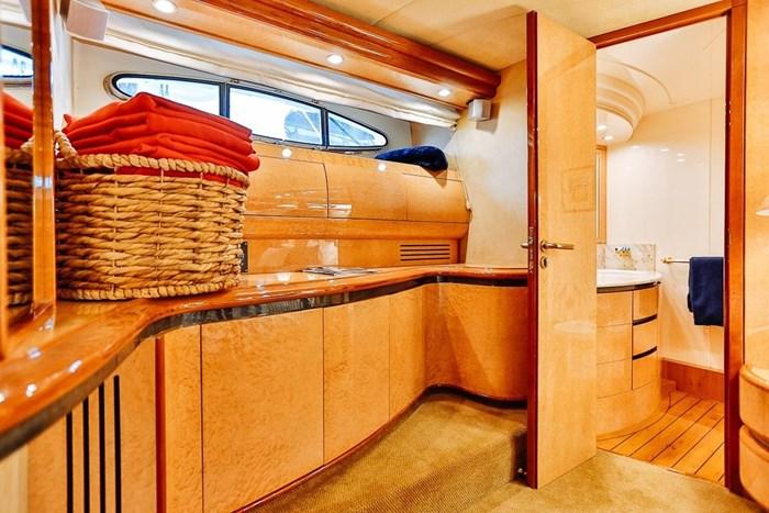 2002 Astondoa 66 Motor Yacht Photo 41 sur 85