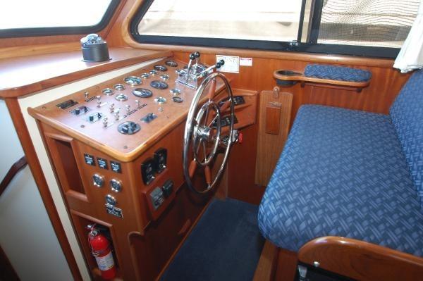 2007 Kenner Suwanee Flybridge Cruiser Photo 17 sur 32