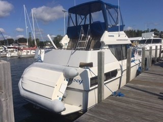 1992 Carver aft cabin 30 ft overall 28ft aft cabin fly bridge (hull length) Photo 3 of 16