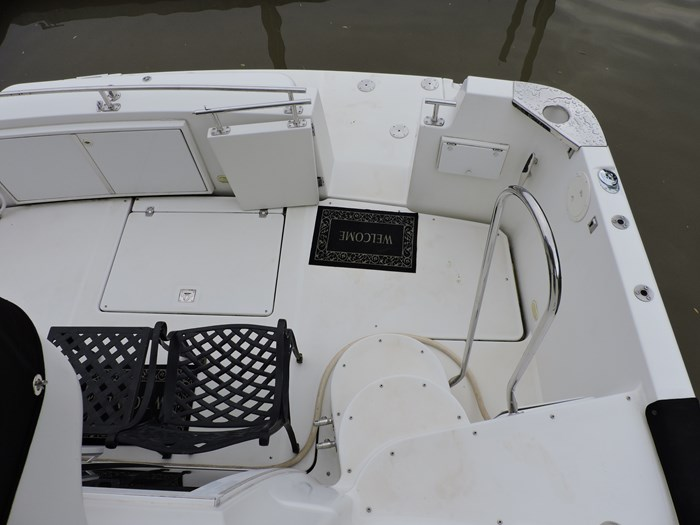 2005 Carver 44 Cockpit Motor Yacht Photo 11 of 62