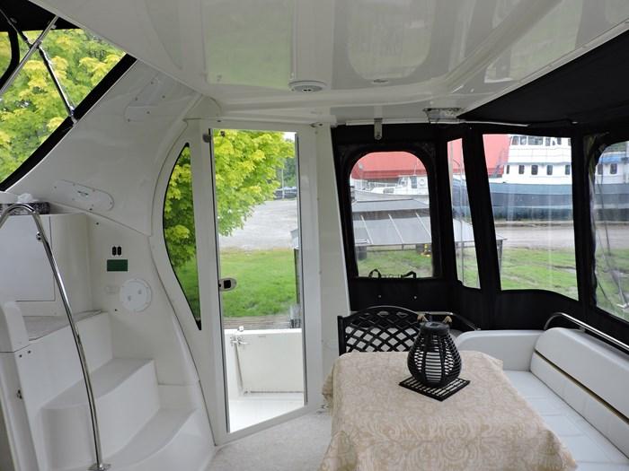 2005 Carver 44 Cockpit Motor Yacht Photo 14 of 62