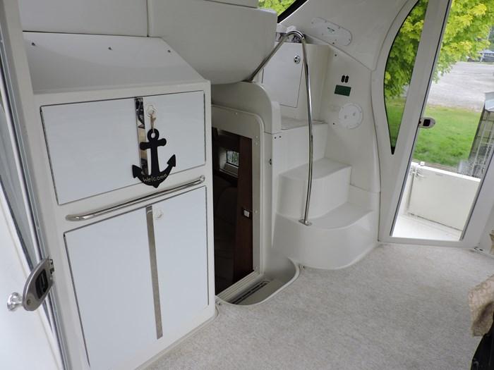 2005 Carver 44 Cockpit Motor Yacht Photo 15 of 62