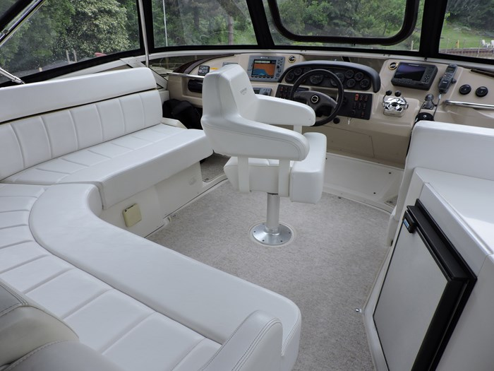 2005 Carver 44 Cockpit Motor Yacht Photo 18 of 62