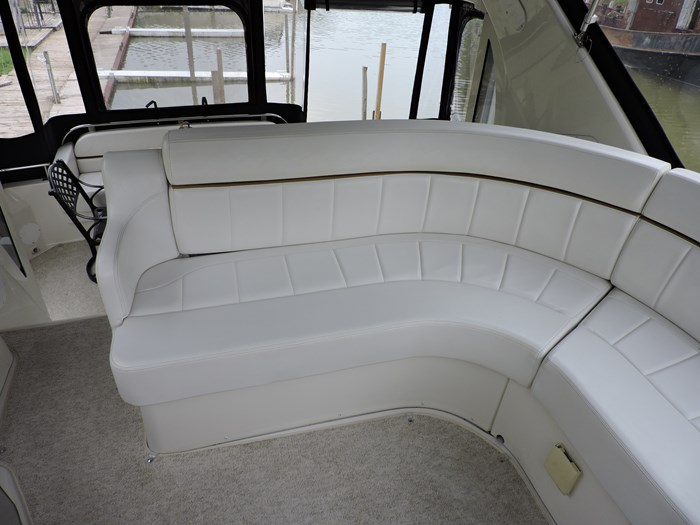 2005 Carver 44 Cockpit Motor Yacht Photo 20 of 62