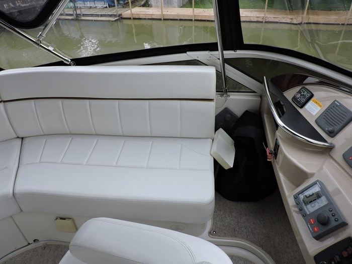2005 Carver 44 Cockpit Motor Yacht Photo 21 of 62