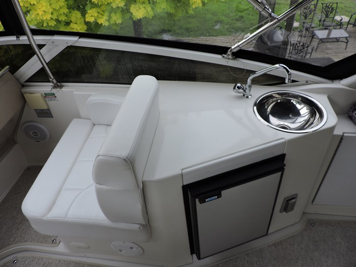 2005 Carver 44 Cockpit Motor Yacht Photo 22 of 62