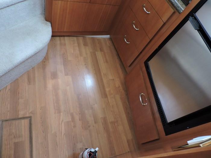 2005 Carver 44 Cockpit Motor Yacht Photo 38 of 62