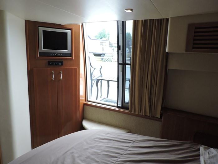 2005 Carver 44 Cockpit Motor Yacht Photo 46 of 62