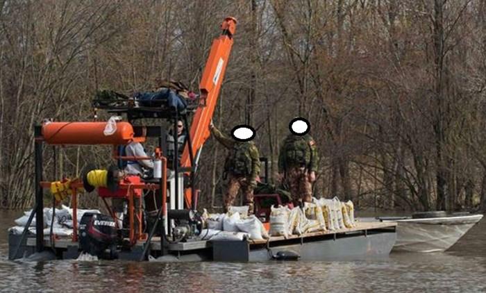 1998 30' Crane Barge w/Trailer Photo 2 sur 3