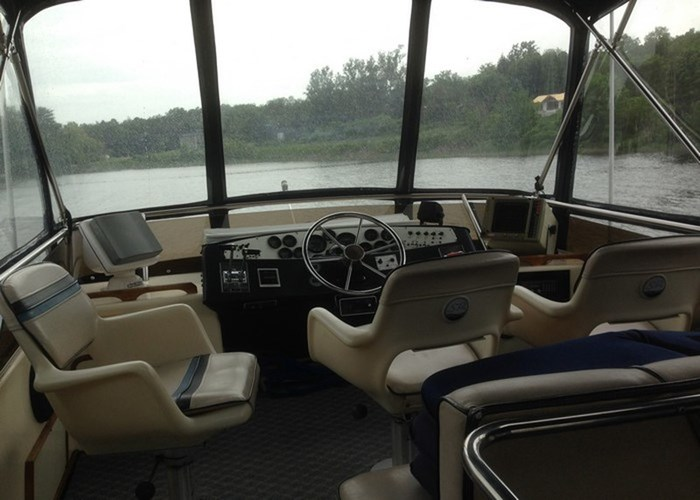 1985 Sea Ray 360 AFT Photo 5 of 13