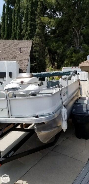 2005 Sun Tracker 21 Fishing Barge Photo 5 of 19