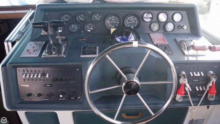 1988 Sea Ray 340 Express Cruiser Photo 18 of 21