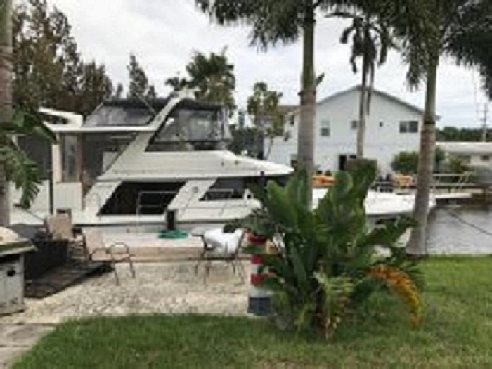 1991 Carver 4207 Motor Yacht Photo 1 sur 64