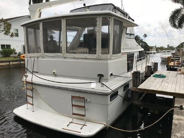 1991 Carver 4207 Motor Yacht Photo 3 sur 64