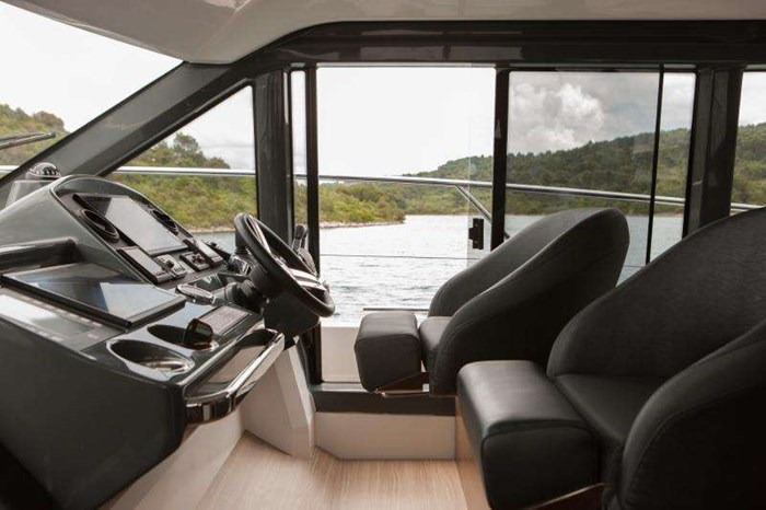 2019 BAVARIA R40 FLY D6 370 EVC VOLVO Photo 6 of 9