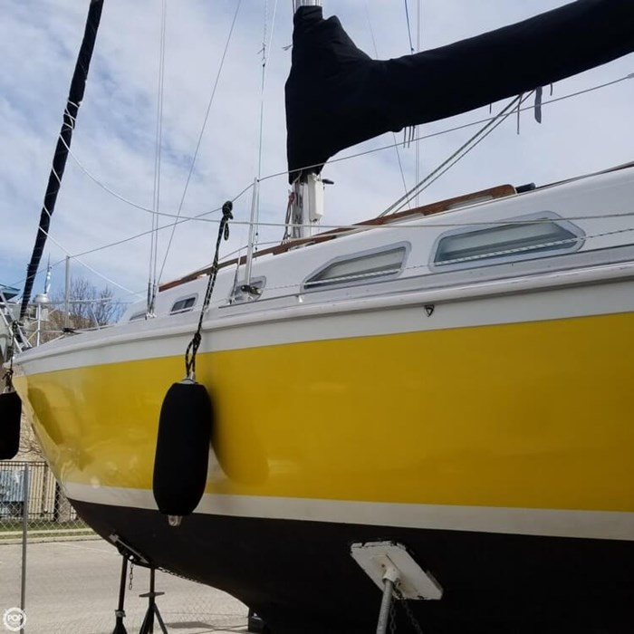 1975 Ericson Yachts 32-2 Photo 6 of 20