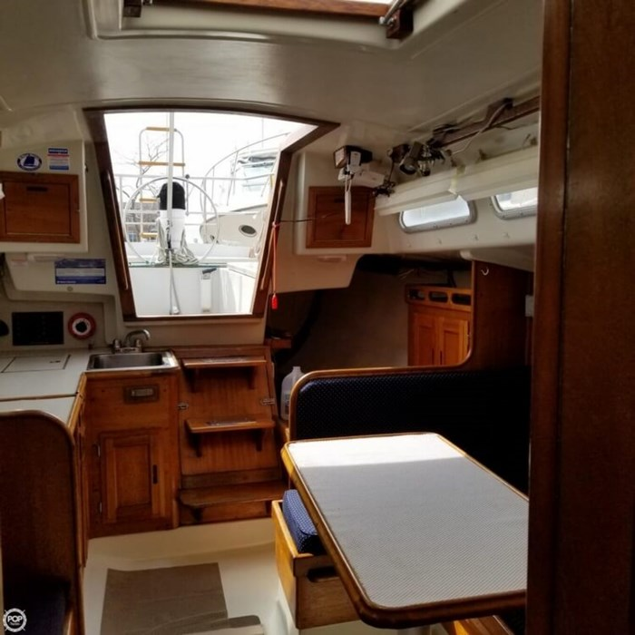 1975 Ericson Yachts 32-2 Photo 13 of 20
