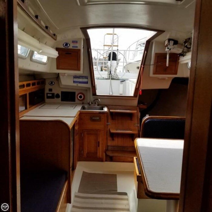 1975 Ericson Yachts 32-2 Photo 14 of 20
