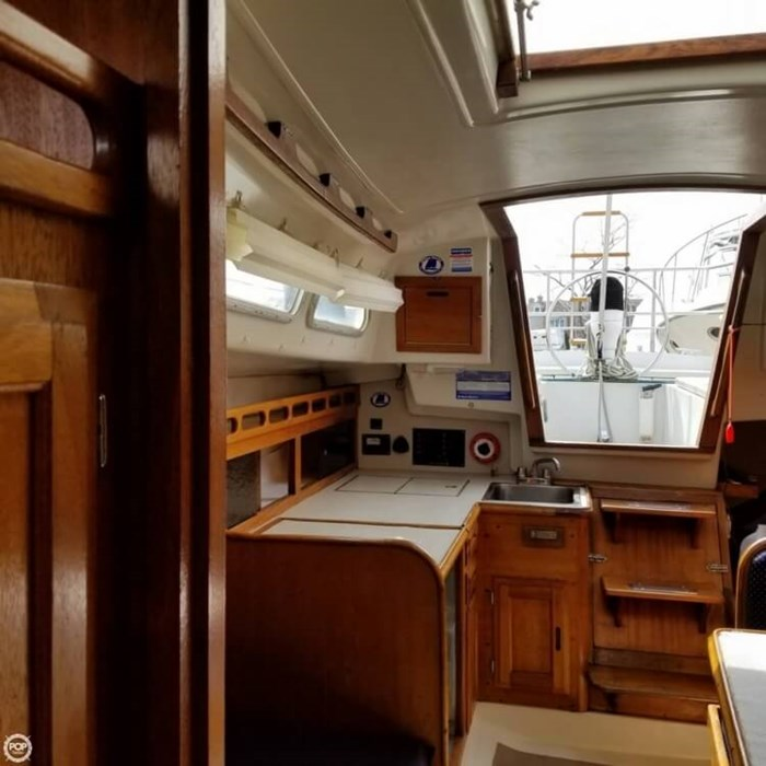 1975 Ericson Yachts 32-2 Photo 15 of 20