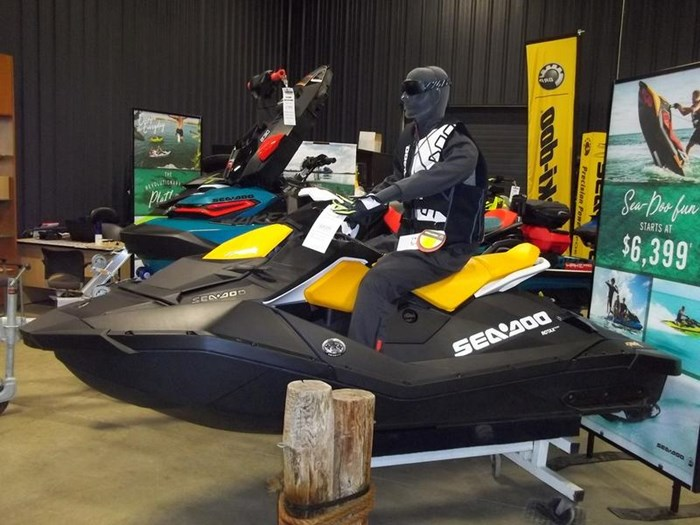 2019 Sea-Doo SPARK® 2-up Rotax® 900 HO ACE™ IBR & CON Photo 1 of 2