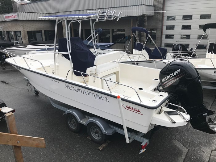 2018 Boston Whaler 210 Montauk Photo 2 sur 13