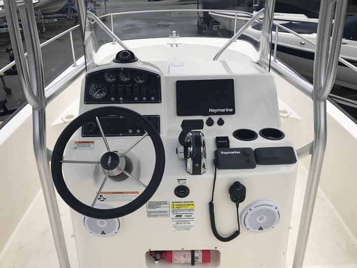 2018 Boston Whaler 210 Montauk Photo 5 sur 13