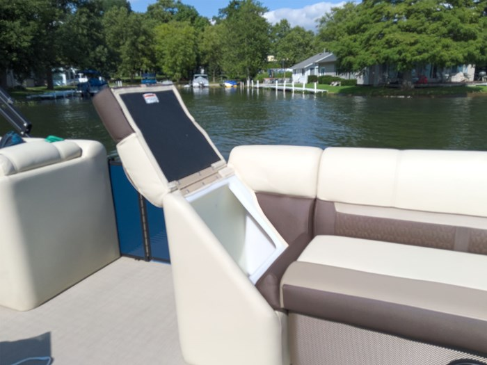 2019 Godfrey Sweetwater Pontoon&Mercury Motor (Package) 2286 Cruise - Metallic Navy w/Navy & Vapor Blue Photo 26 of 34