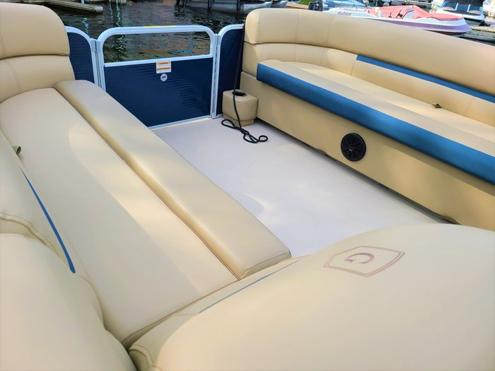 2019 Godfrey Sweetwater Pontoon&Mercury Motor (Package) 2286 Cruise - Metallic Navy w/Navy & Vapor Blue Photo 8 of 34