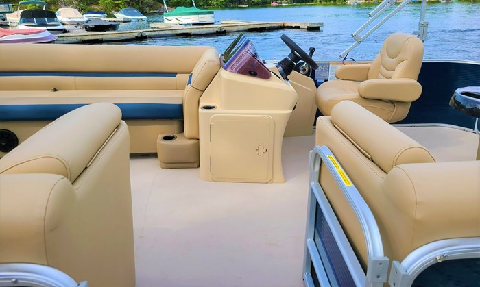 2019 Godfrey Sweetwater Pontoon&Mercury Motor (Package) 2286 Cruise - Metallic Navy w/Navy & Vapor Blue Photo 10 of 34