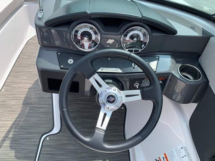 2019 Four Winns Four Winns H190 Volvo v6-200hp Trailer Extended... Photo 12 of 30