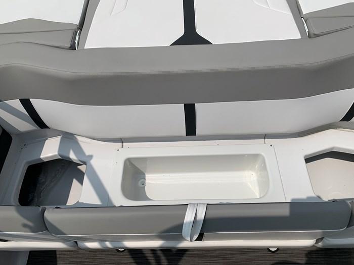 2019 Four Winns Four Winns H190 Volvo v6-200hp Trailer Extended... Photo 28 of 30