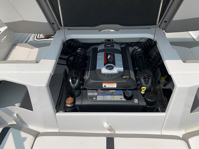 2019 Four Winns Four Winns H190 Volvo v6-200hp Trailer Extended... Photo 29 of 30