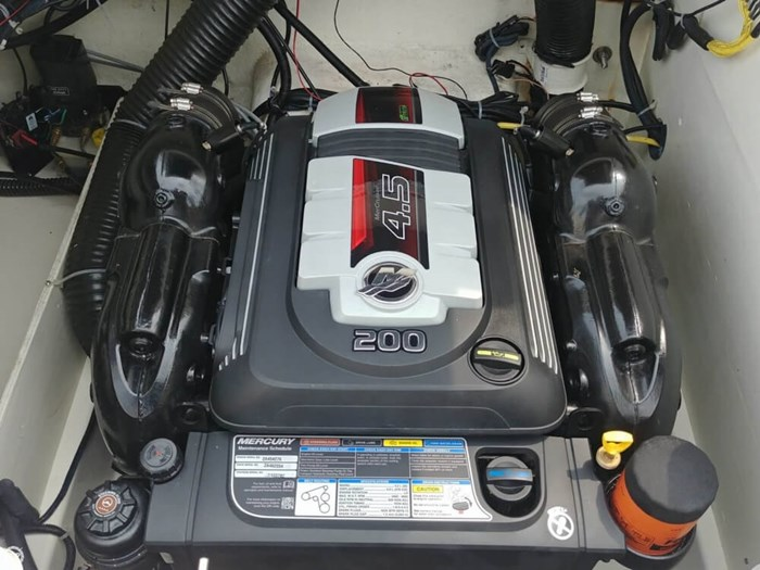 2016 Bayliner VR 6 Photo 3 sur 20
