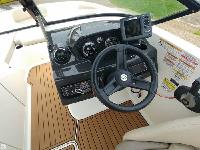 2016 Bayliner VR 6 Photo 4 sur 20
