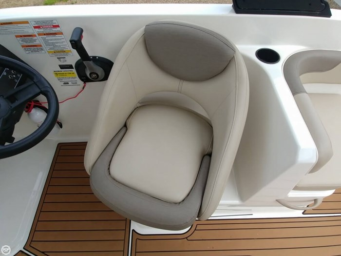 2016 Bayliner VR 6 Photo 7 sur 20