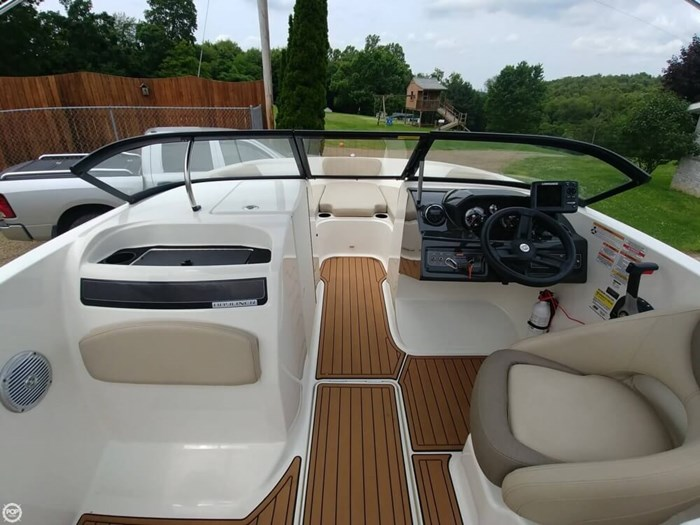 2016 Bayliner VR 6 Photo 9 sur 20