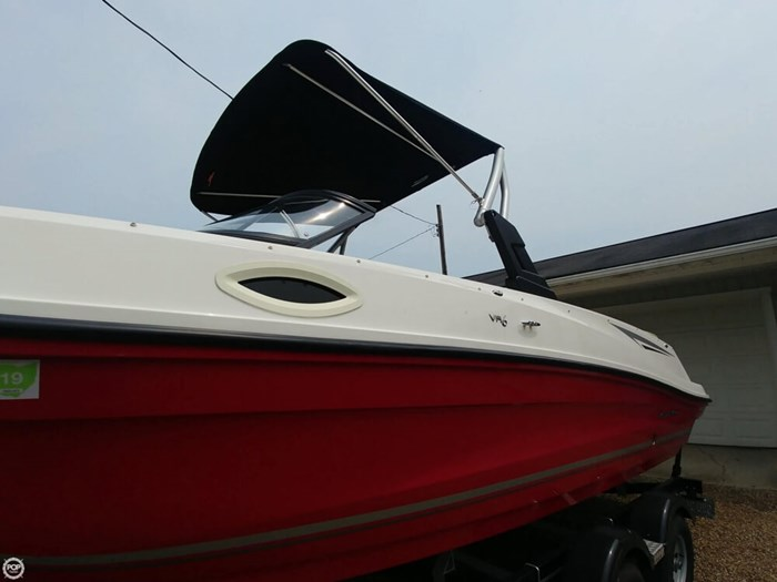 2016 Bayliner VR 6 Photo 16 sur 20