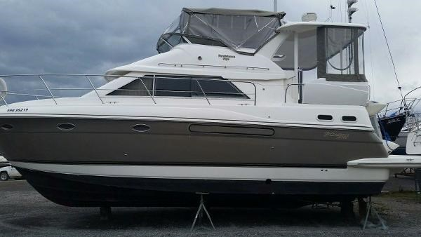 2003 Cruisers Yachts 3750 Motoryacht Photo 4 sur 22