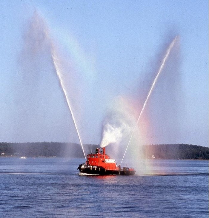 1978 1978 76′ x 21′ x 8.5′ Fire Class Tug w/ Tractor Capabilities Photo 4 of 10