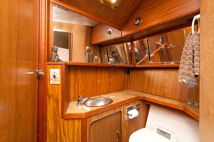 1982 Sea Ray Aft Cabin 355 Photo 11 of 12