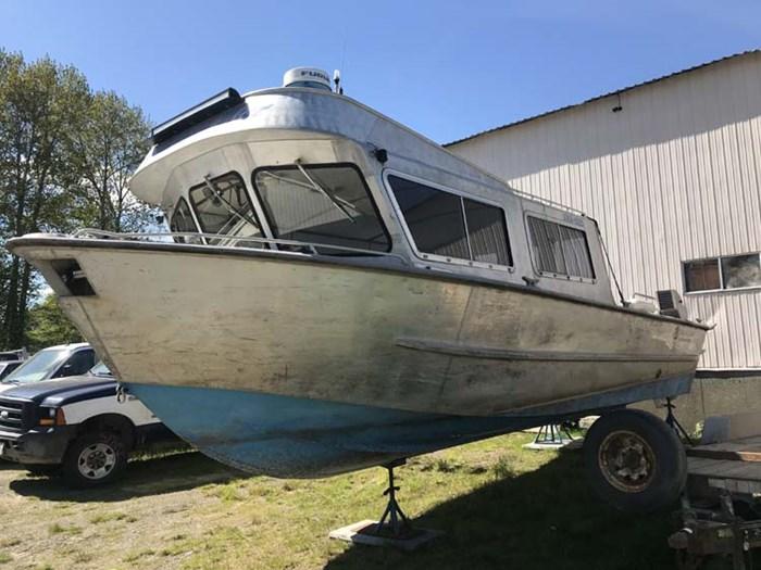 1988 Crewboat Twin Screw Photo 2 of 6