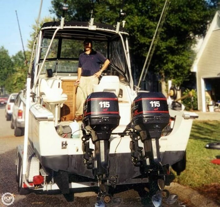1988 Boston Whaler 22 Revenge WT Photo 2 of 20